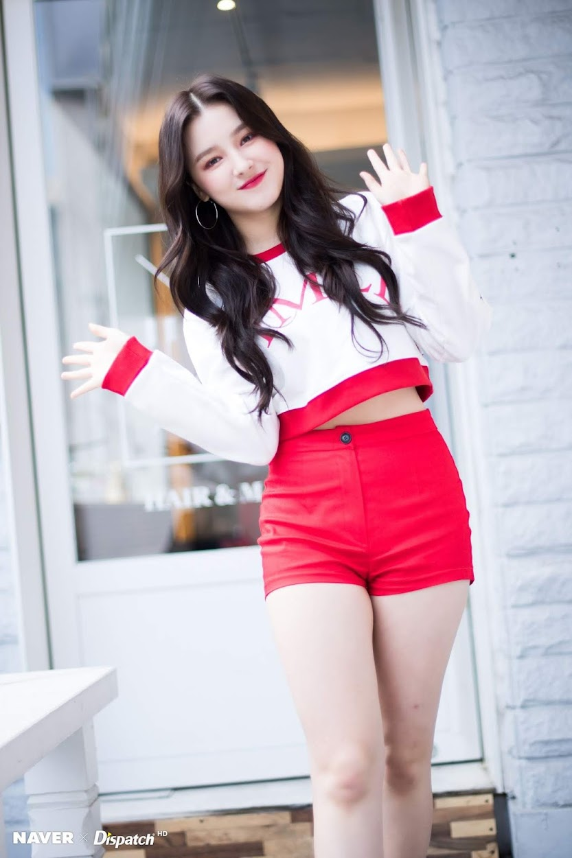 nancy-red-short-getpics