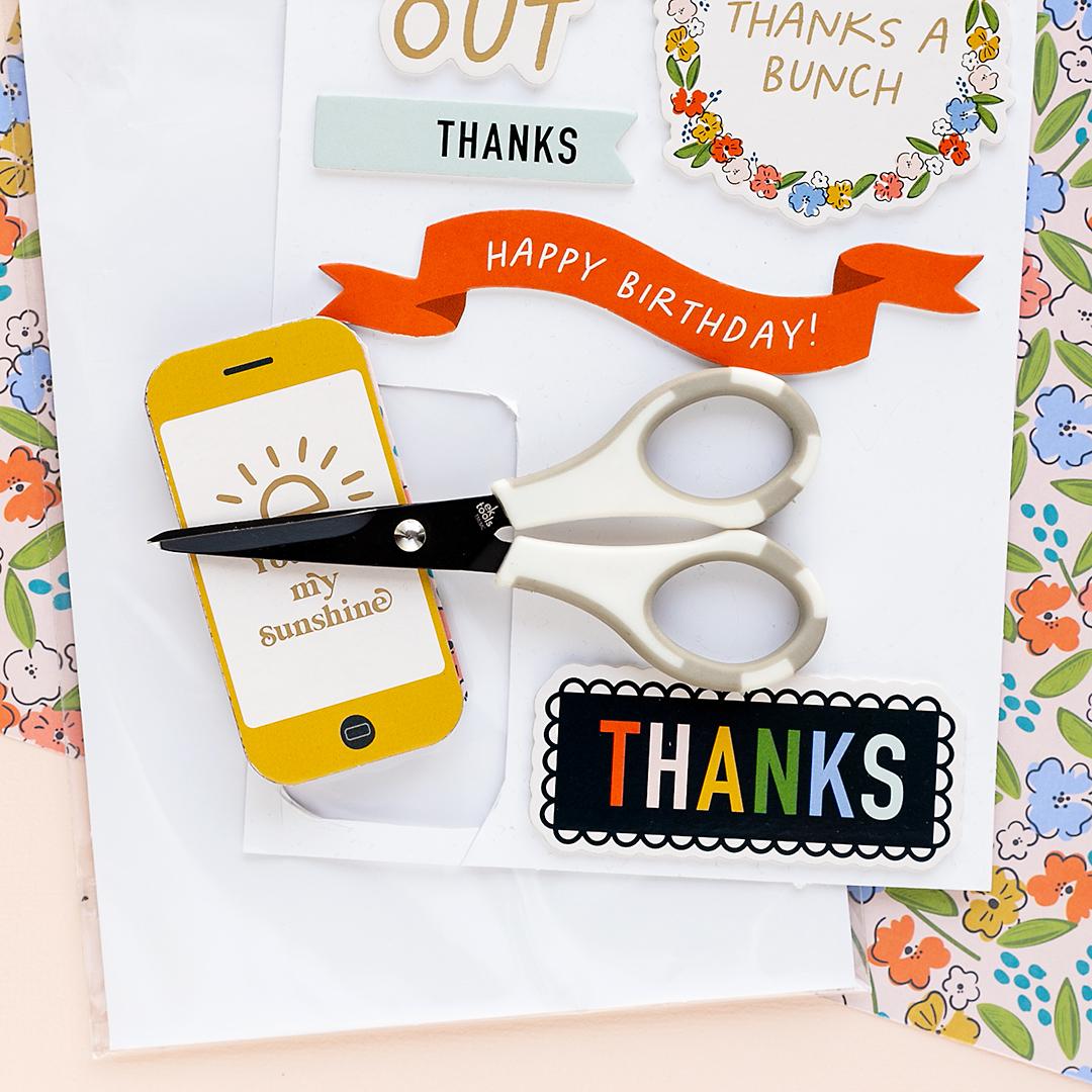 Smartphone sticker as the cover of a tiny mini album American Crafts Scrapbooking Minibooks Sandra Mojosanti