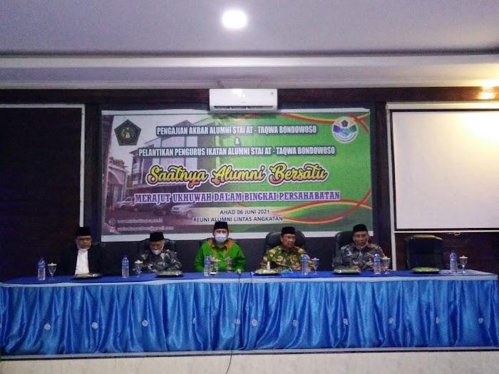 STAI At Taqwa Bondowoso Lantik Pengurus Ikatan Keluarga Alumni STAI At Taqwa Di Acara Reuni dan Pengajian Akbar