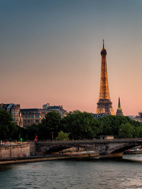 best places to admire a romantic sunset this is Eiffel Tower with magical view