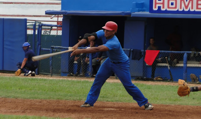 El ataque de 11 hits estuvo liderado por el mascara Hubert Sánchez (4-3, doble e impulsada)