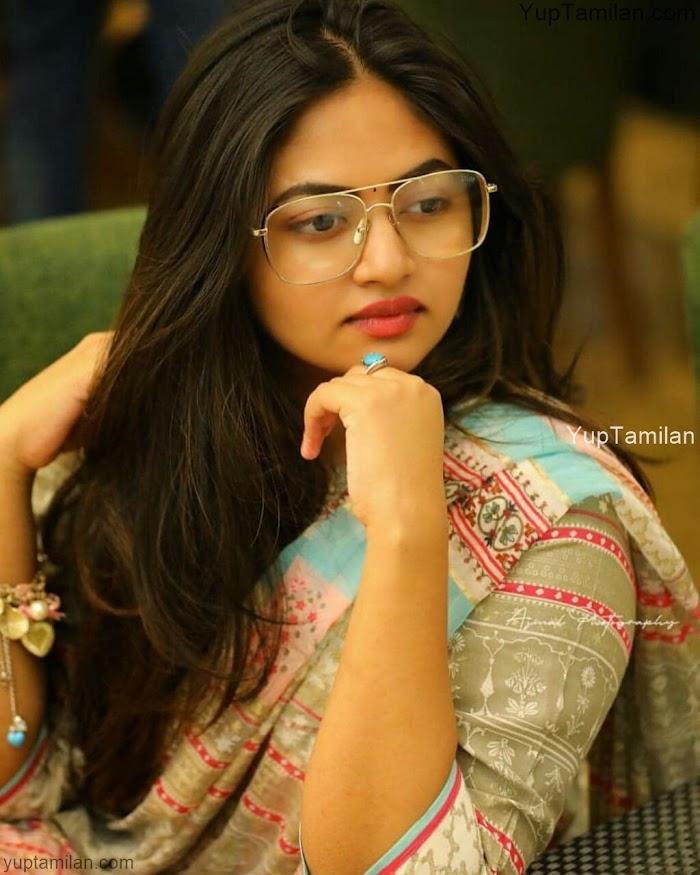 Shaalin Zoya Photos-Mollywood actress Hot Pictures