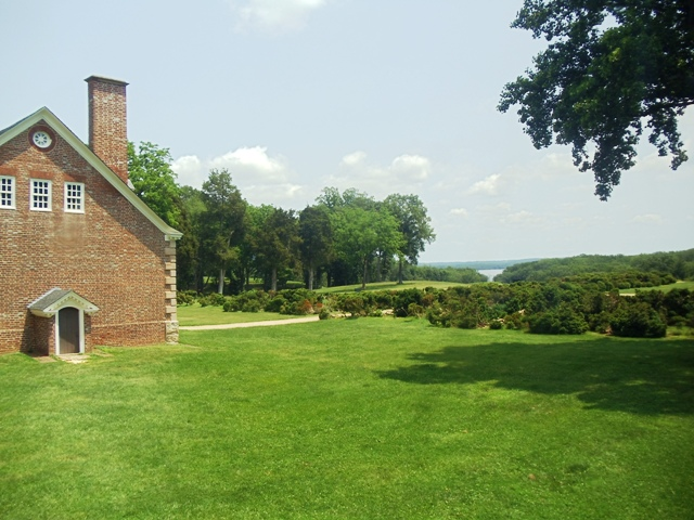 Side view of Gunston Hall and rear property
