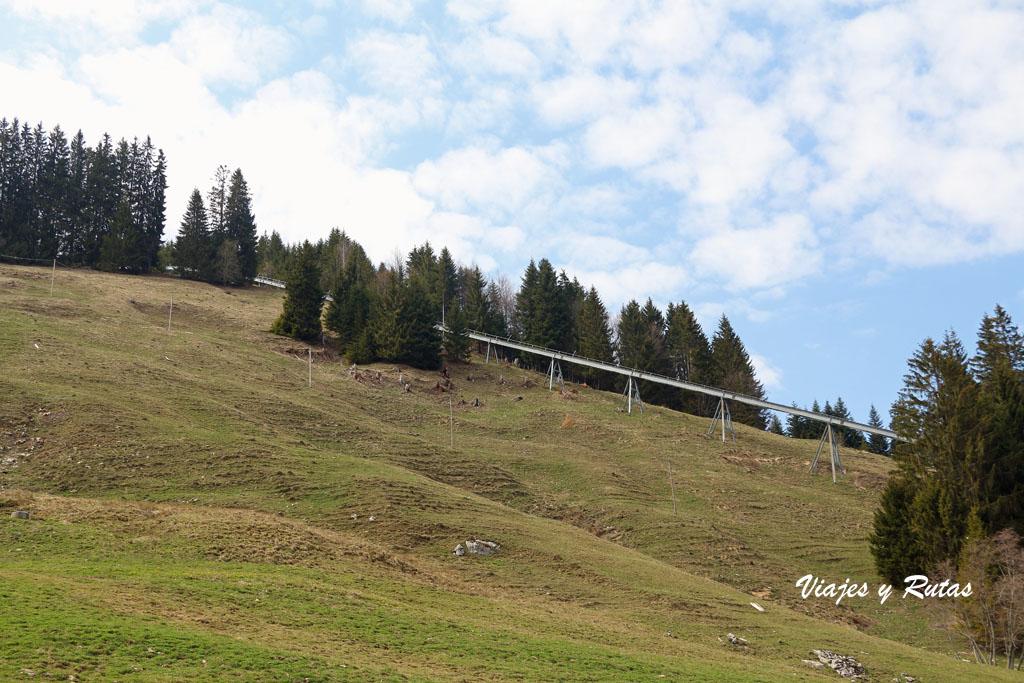 Vía del tren cremallera de Moléson-sur-Gruyères, Suiza