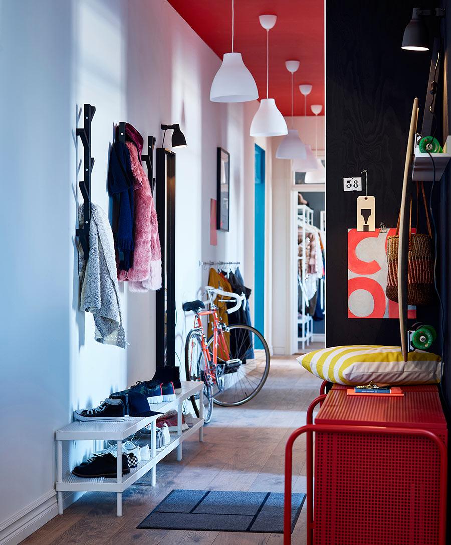 novedad catálogo ikea 2020 recibidor cómoda 2 cajones rojo y zapatero blanco