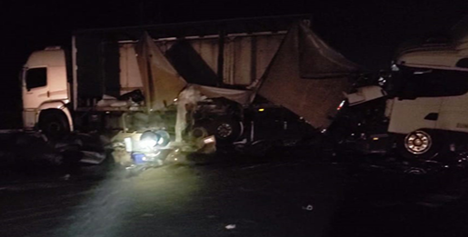 Bombeiros atendem acidente com vazamento de carga de produto perigoso em Barretos