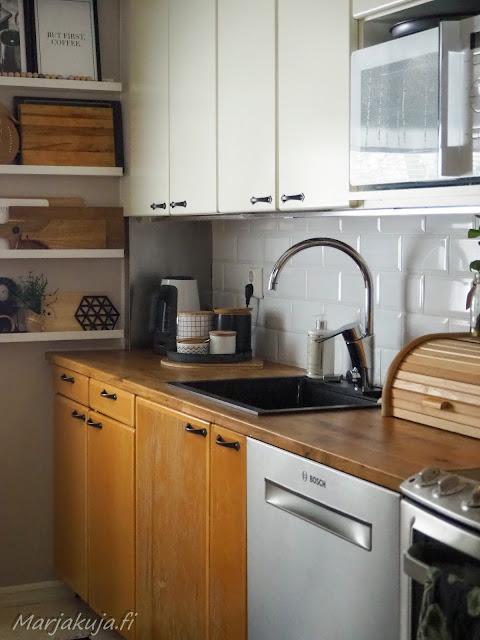 keittiö, keittiöremontti stala allas musta allas rustiikki puinen leipälaatikko