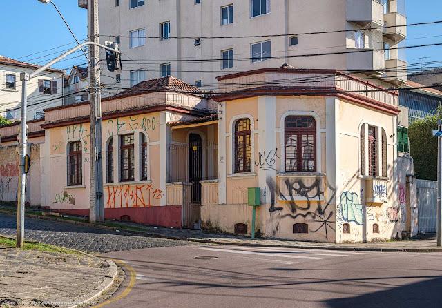 Casa na Rua Almirante Barroso, esquina coma Rua Treze de Maio