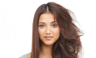 cabello con frizz