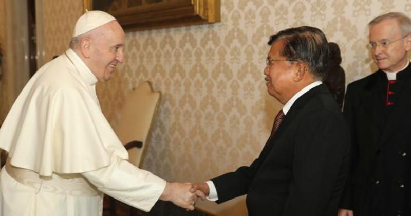 Jusuf Kalla Bertemu Paus Fransiskus, Ini yang Dibicarakan