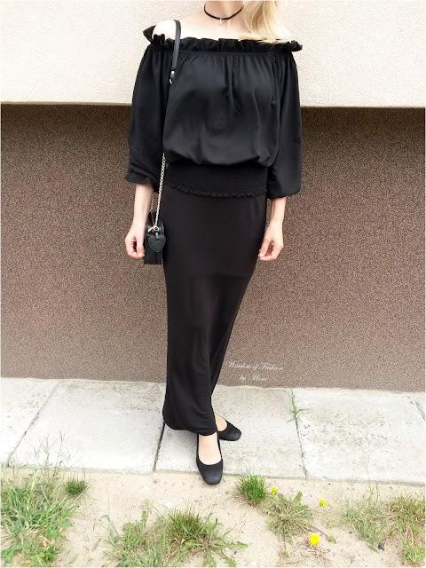 Czarna bluzka, czarna spódnica, czarne czółenka, czarna torebka i choker z gwiazdką