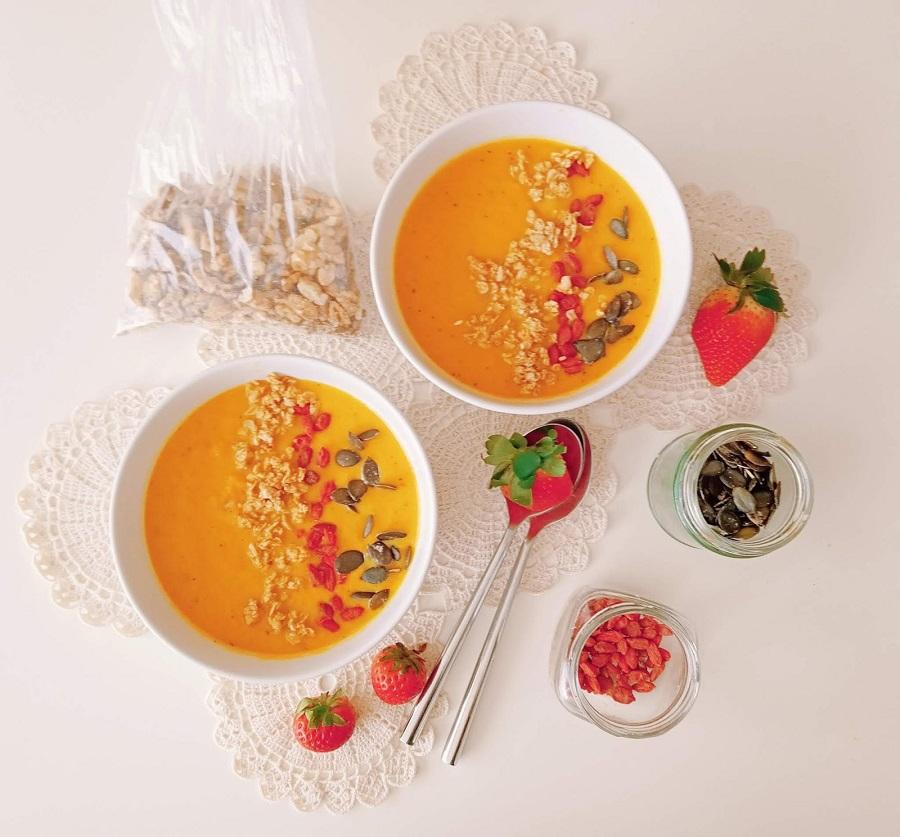 Sopa de cenoura com topping