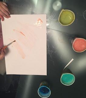 Feuille blanche pour faire de la peinture au sel
