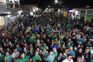 Em Cacimba de Dentro Nelinho Costa comemorou ao lado de amigos nas ruas da cidade aprovação de contas de seu mandato