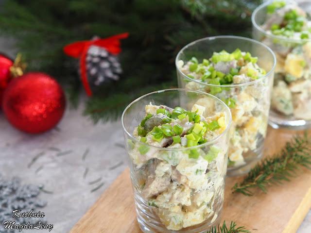 Świąteczna sałatka ziemniaczana ze śledziami