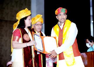 दीक्षांत समारोह में राज्यपाल ने शर्मा को किया सम्मानित