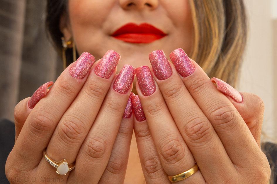 Unhas para o carnaval com glitter rosa