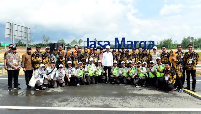 Presiden Resmikan Jalan Tol Pertama di Kalimantan