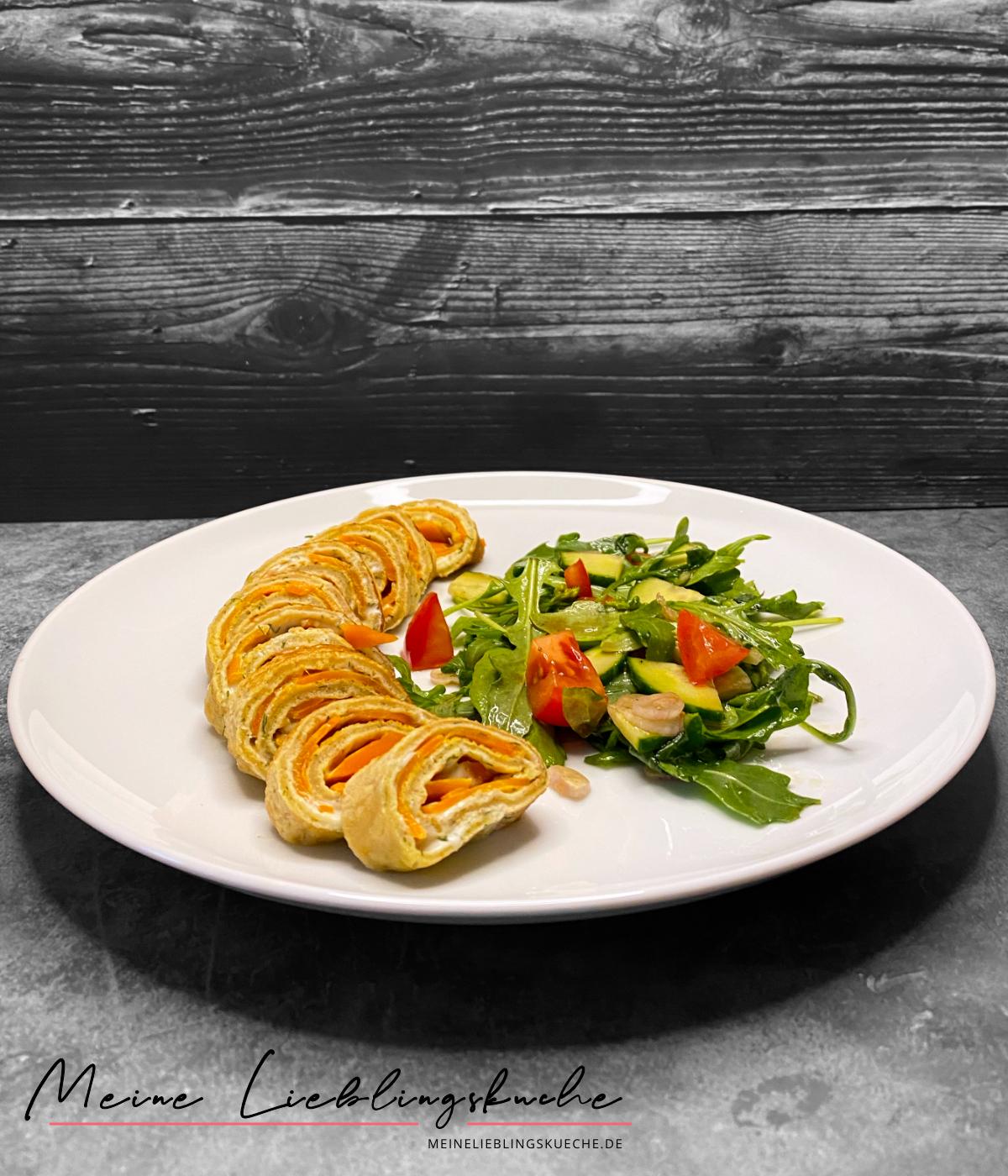 Vegane Pfannkuchen-Röllchen mit Karotten-Lachs und Frischkäse