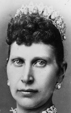 Tiara Mania: Danish Pearl Poiré Tiara worn by Queen Louise of Denmark