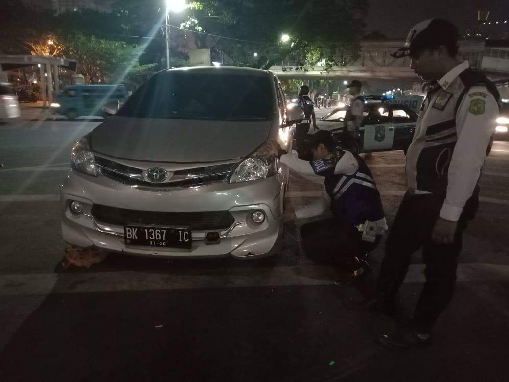 Dishub Medan Gembok Kendaraan Parkir di Sepanjang Lapangan Merdeka