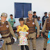 Policia Militar de Ponto Novo entrega brinquedos a crianças que tinham medo da Polícia