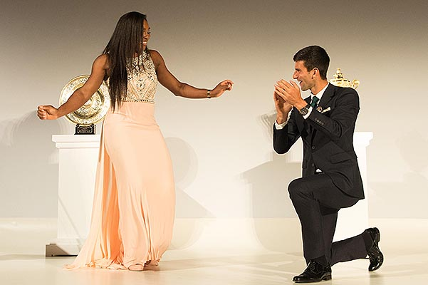 Djokovic and Williams danced at a Dinner honoring winners of Wimbledon