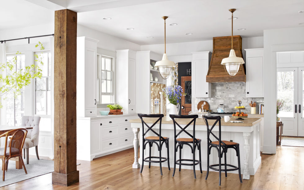 Beautiful modern farmhouse style kitchen and inspiration on Hello Lovely Studio