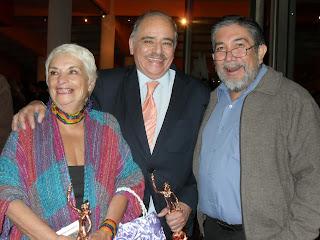 ... de Norma Lazareno y Angélica Vale se integra al musical Mentiras 90773b6da606