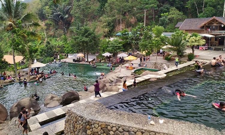 Liburan Seru Bermain Air di Taman Batu Purwakarta