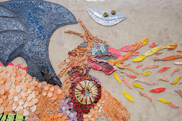 O Dragão - mosaico em muro de escola - detalhe da cabeça do dragão