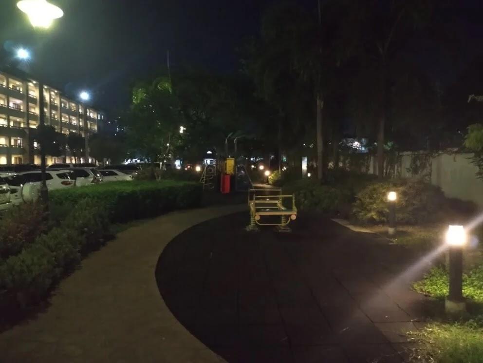 TCL 20 SE Camera Sample - Night, Playground (Ultrawide)