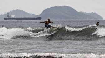 sURFING DI AIR MANIS