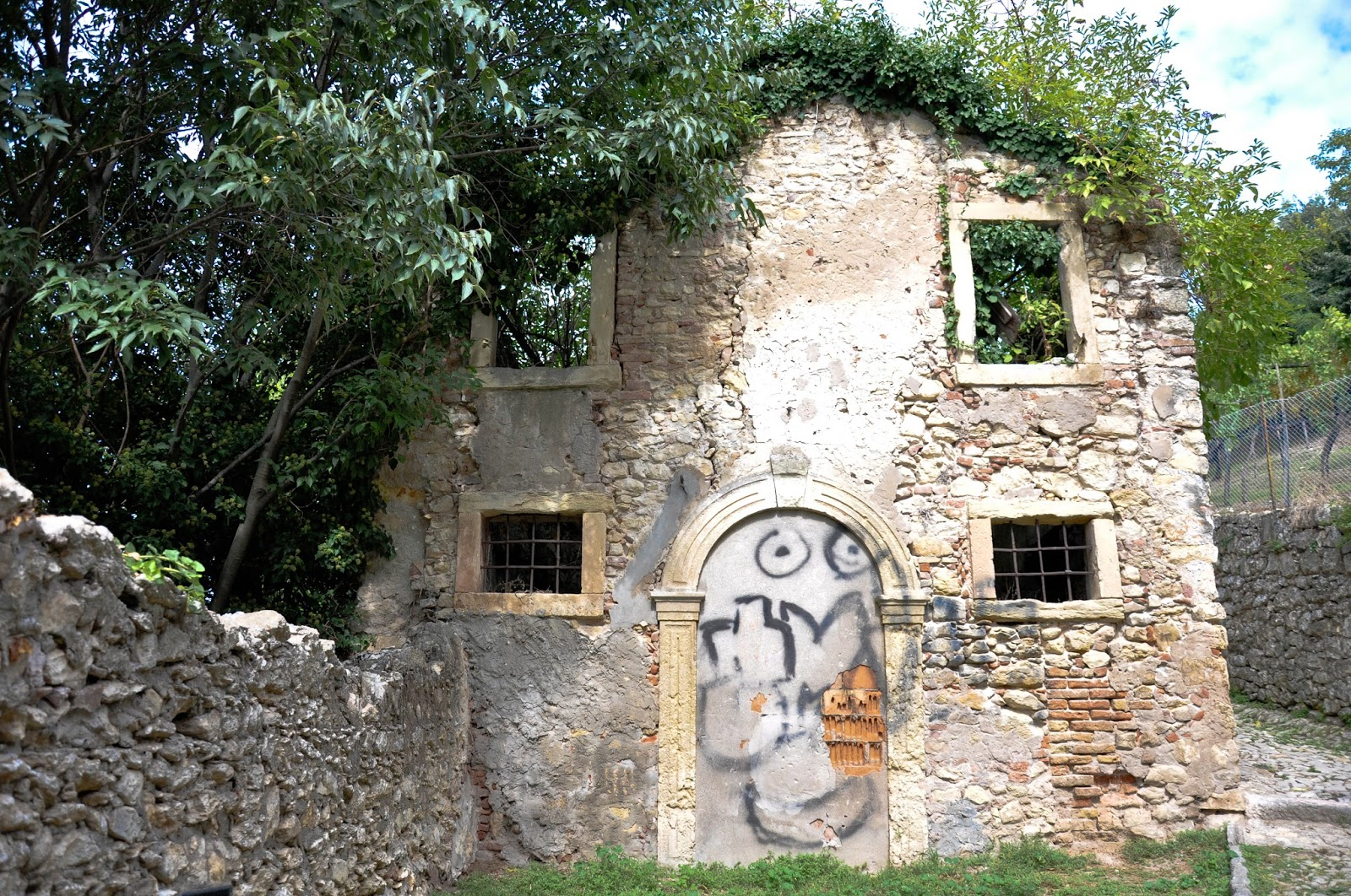 An abandoned house on the way to the castle, Soave, Veneto, Italy