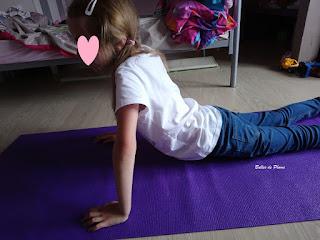 Le Yoga en s'amusant: 52 séances ludiques en famille ou à l'école (Dangles)