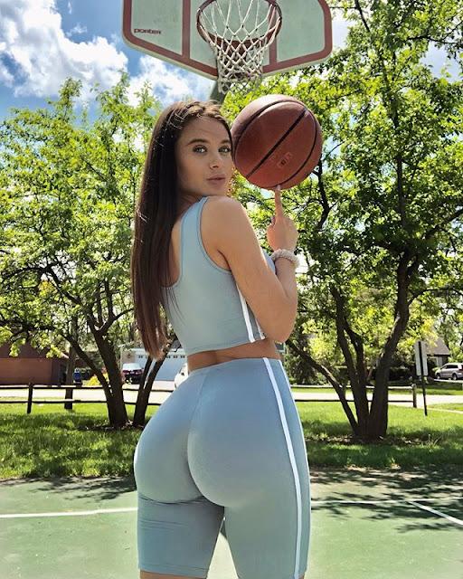 Lana Rhoades Hot & Sexy Pics