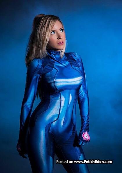 Sexy blonde Patrisha Dai wears blue catsuit in Samus Aran cosplay