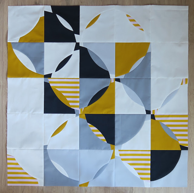 Luna Lovequilts - Improv curve quilt inspired by Diana Vandeyar - Top finished
