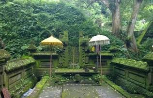 http://www.teluklove.com/2017/02/pesona-keindahan-wisata-pura-mangening.html