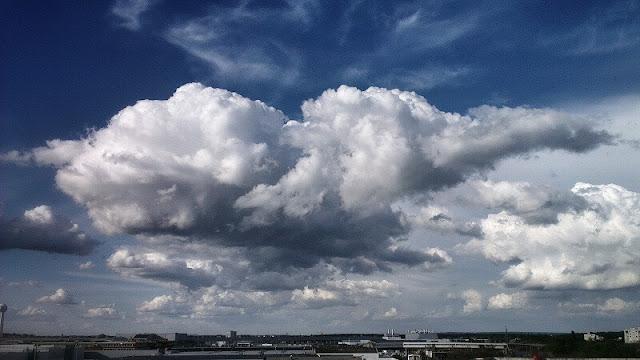 berat awan sama dengan seratus gajah