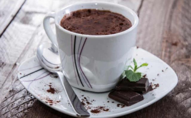 Ternyata Meminum Coklat Panas Bisa Mencegah Kanker lho