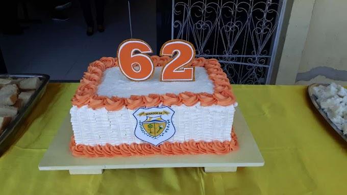 Sem divulgação oficial, gestão improvisa cerimônia de homenagem ao aniversário do município.