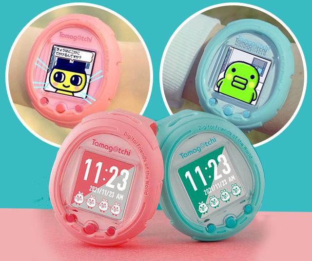 dois modelos do novo bichinho virtual tamagotchi smart um azul e outro rosa