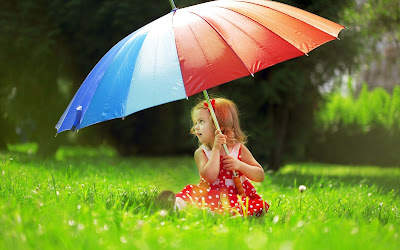 babyin-red-frock-with-umbrella-walls-pics-dps