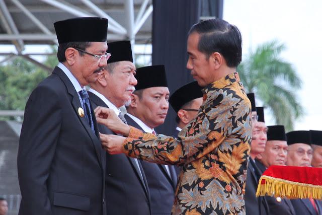 Gubsu Dapat Satya Lencana Pembangunan dari Presiden