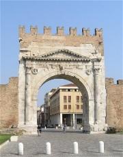 arco di augusto, all'altro capo della Via Flaminia