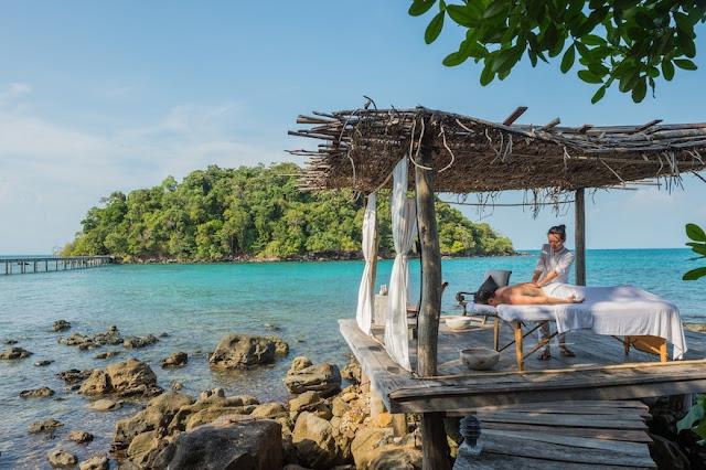 Bên cạnh đó, Song Saa Resort còn cung cấp các hoạt động như spa, tắm nắng trên cát, thăm thú các khu rừng nguyên sinh, lặn biển ngắm san hô, lướt sóng hay chèo thuyền kayak. Trong những ngày nghỉ dưỡng, du khách có thể thỏa sức khám phá tường tận mọi ngóc ngách của ốc đảo thiên đường này.