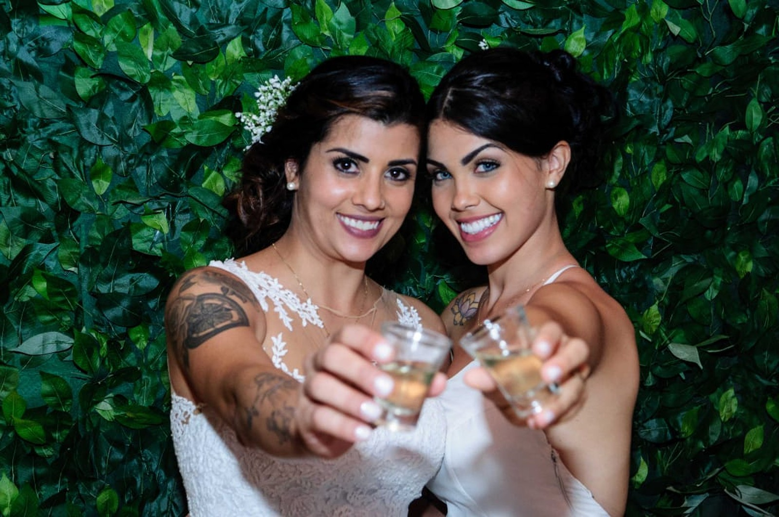 Bailarina do Faustão e namorada se casam em cerimônia com pastor gay