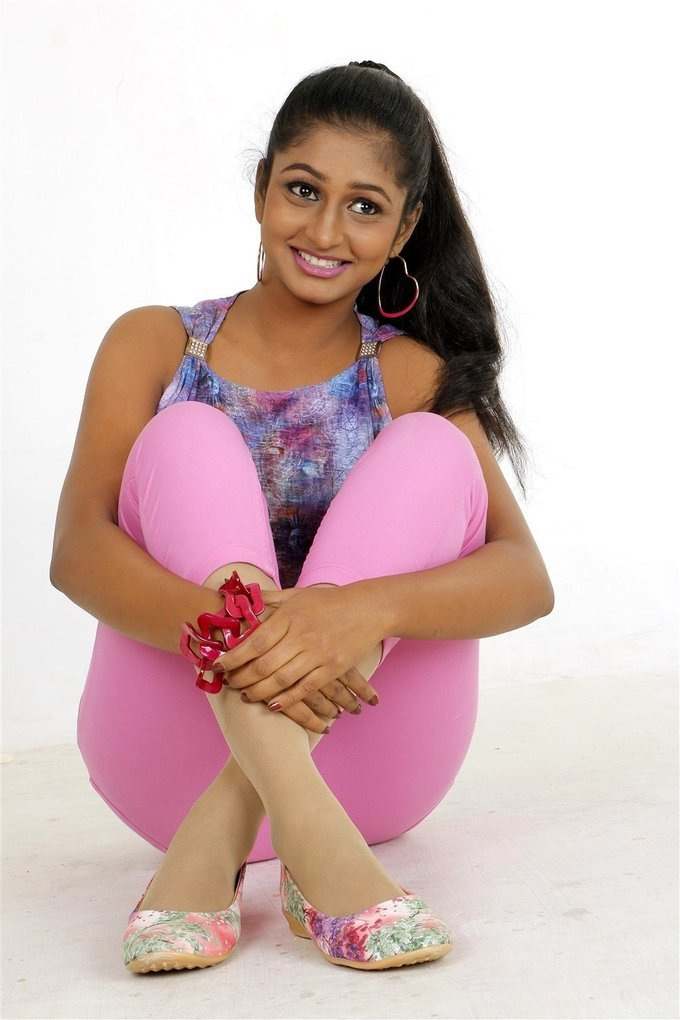 Actress Gayathri Kannan New Photoshoot