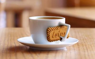 Ilustrasi dalam kemasan biskuit lotus biscoff